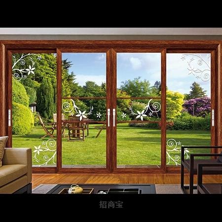 一扇高档铝合金门窗外的夏雨,景如江南美